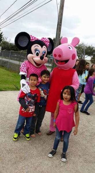 hire minnie mouse and peppa pig for your party in Houston